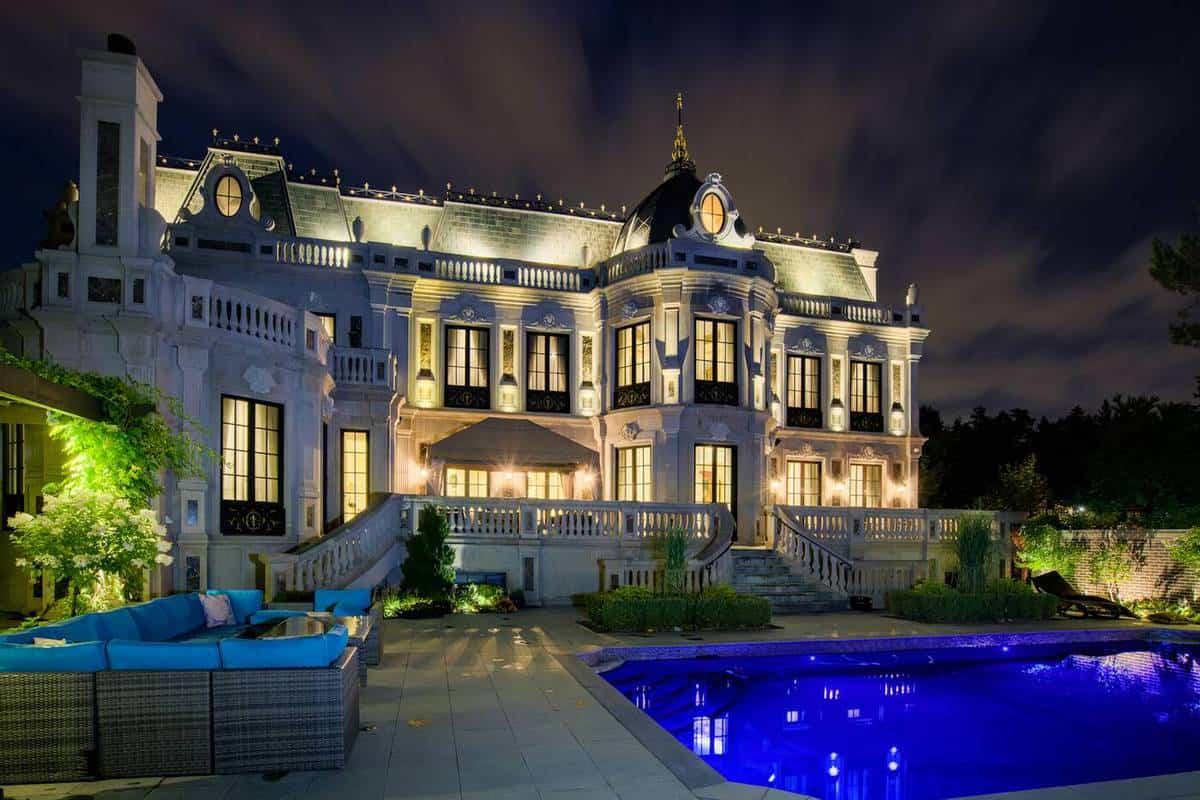 schitts-creek-mansion-11