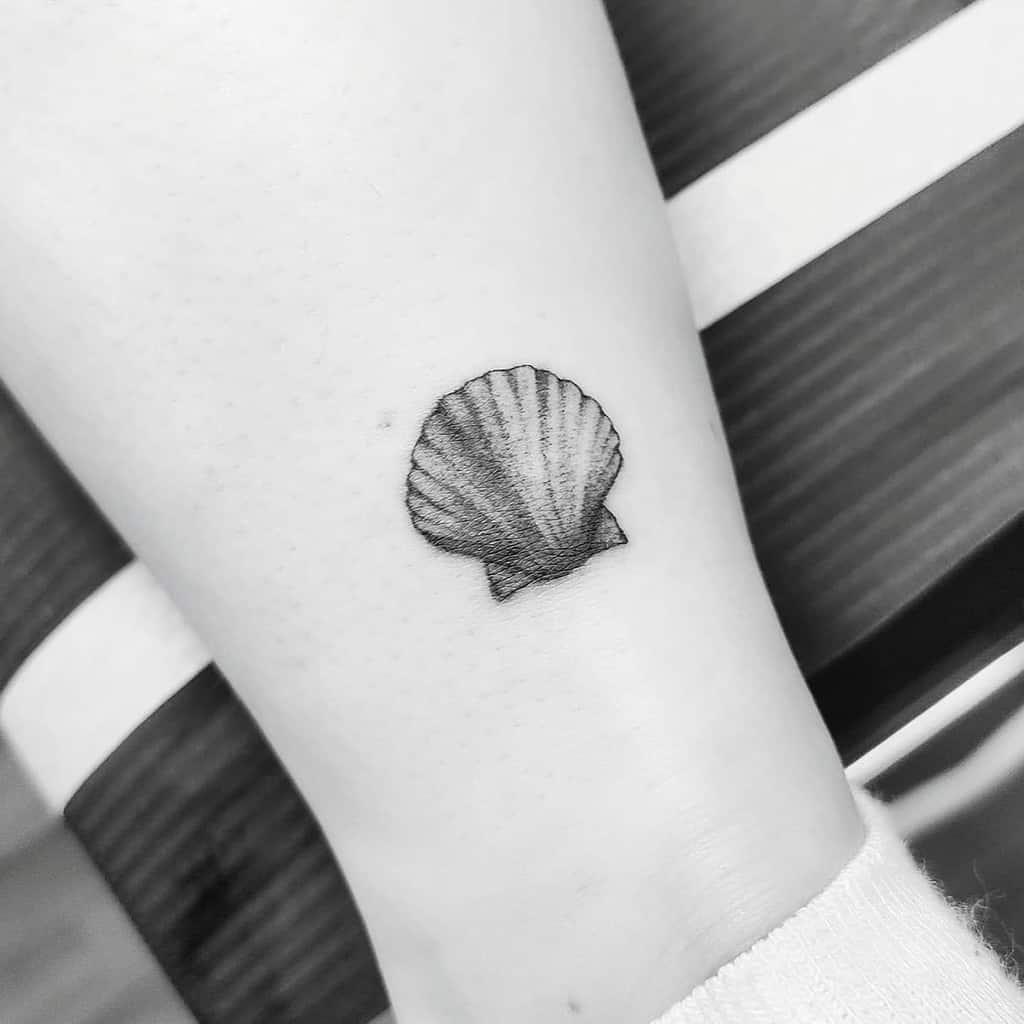 seashell-ankle-single-needle-tattoo-tattoosbyina