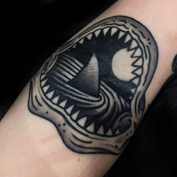 Shark Fin In Ocean Water With Jaw Mens Old School Small Forearm Tattoos