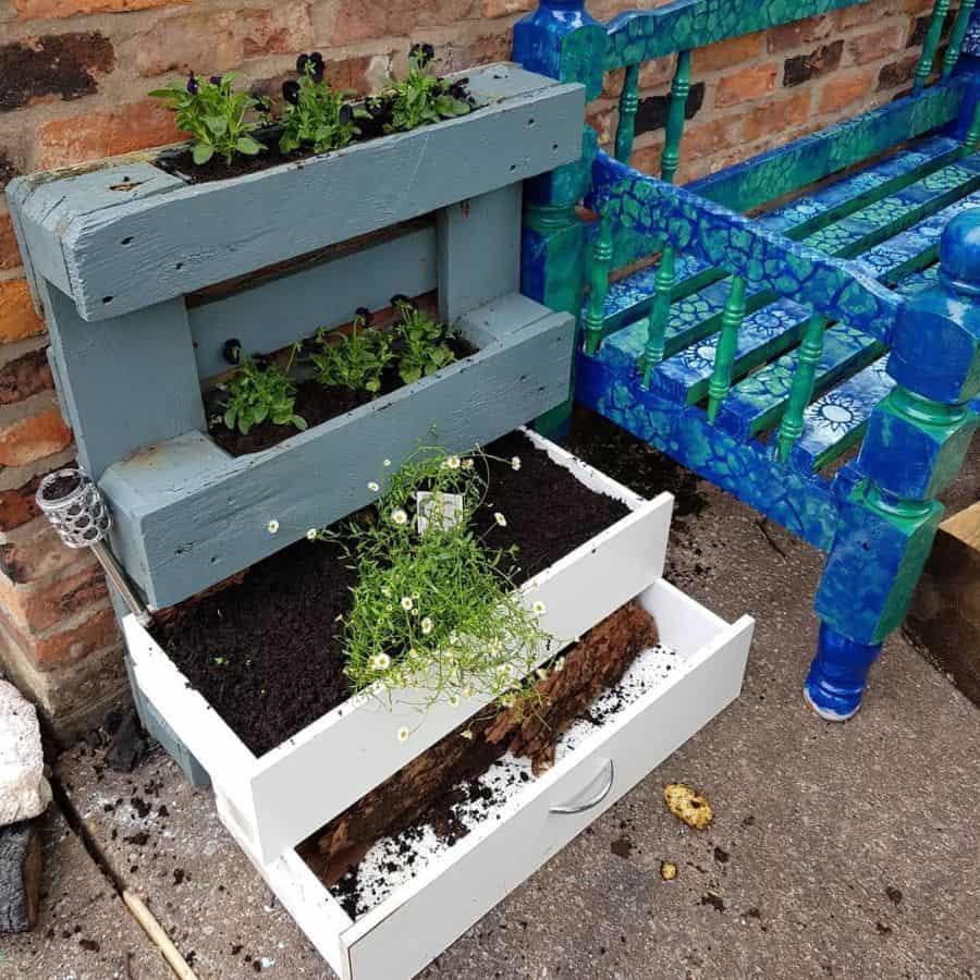 shelf and pot hanger pallet garden ideas ffi_dd