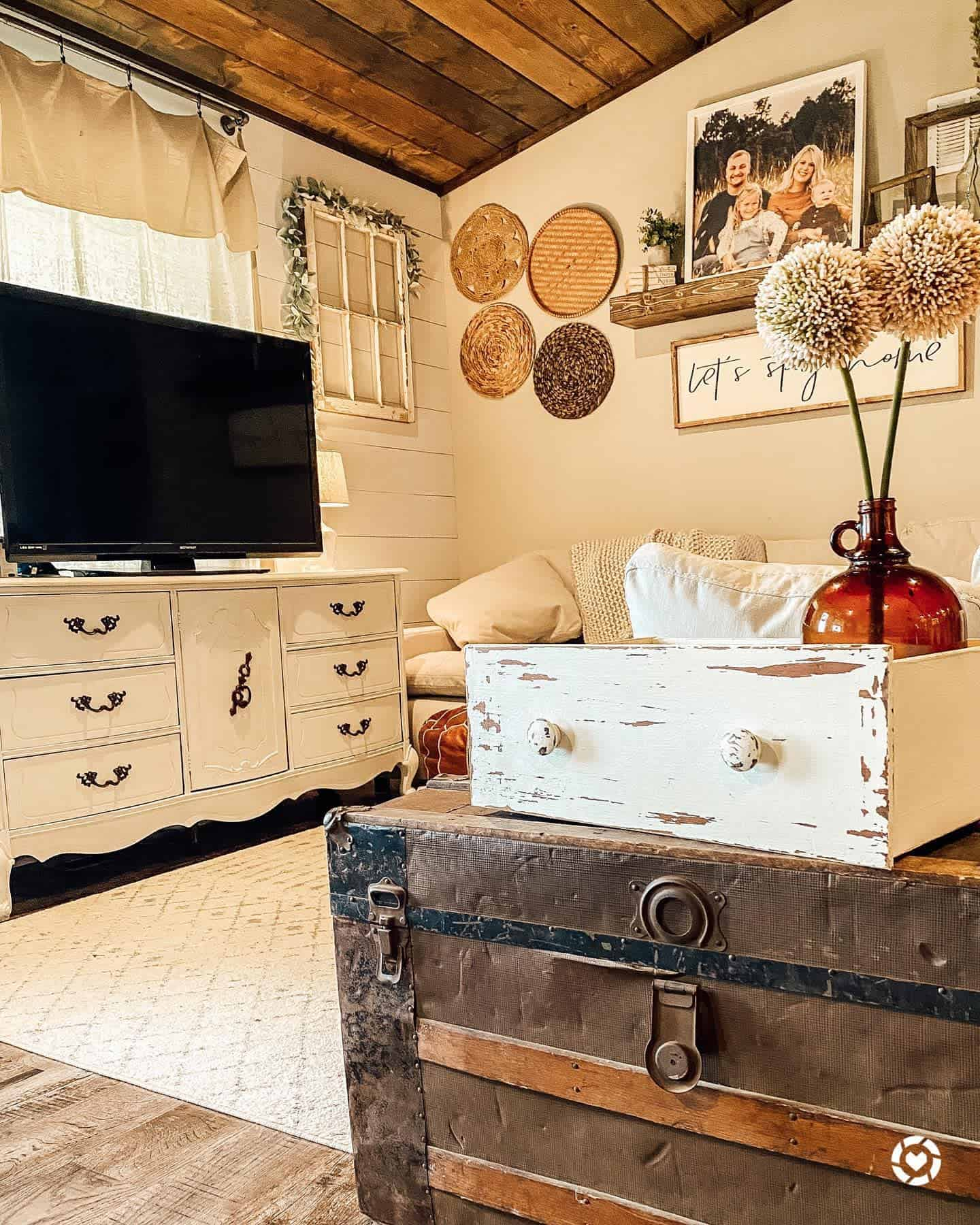 Shiplap Walls Farmhouse Living Room Ideas Darra.farmhousebeauty