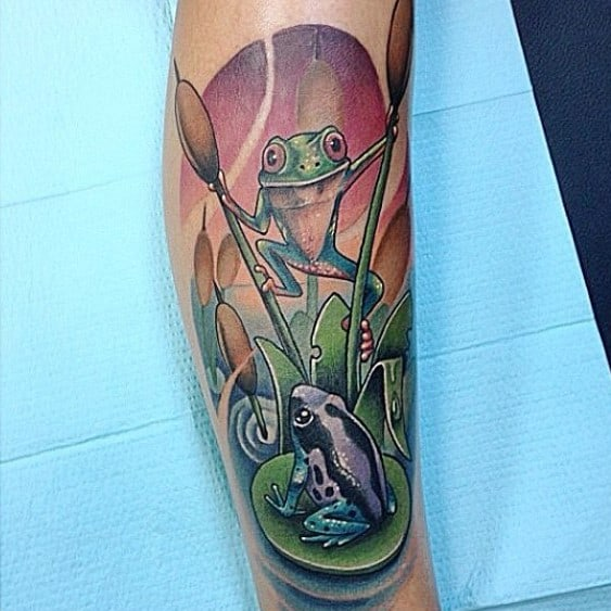 Side Of Leg Incredible Tree Frog Tattoos For Men