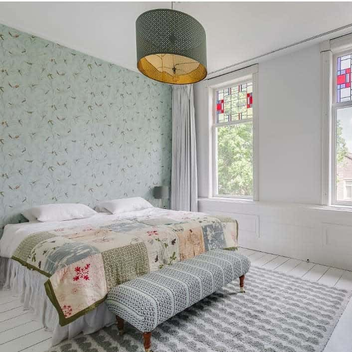 simple and light colored bedroom wallpaper ideas 10_interiors