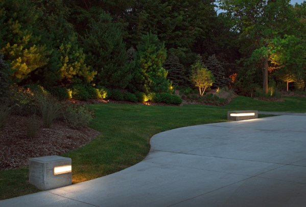 Simple Contemporary Driveway Lighting Design Inspiration
