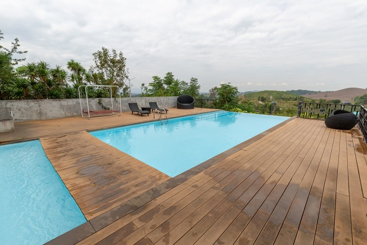 Simple Double Above Ground Infinity Pool Deck