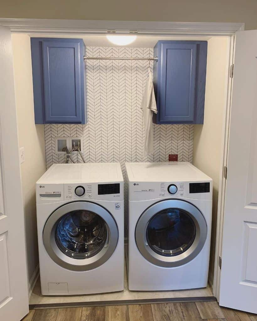 simple laundry room cabinet ideas stamour_interiors