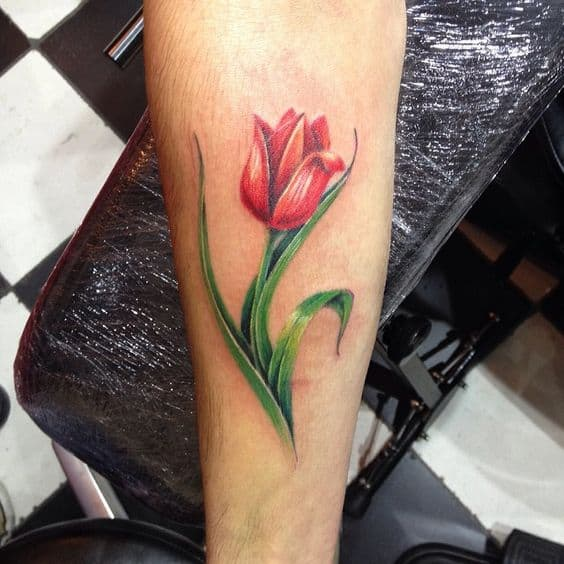 Tatouage de grande tulipe rouge simple