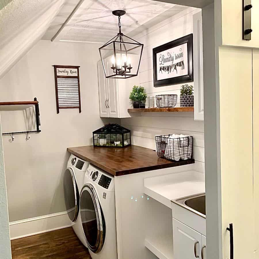 Simple Small Laundry Room Westhillsvicki