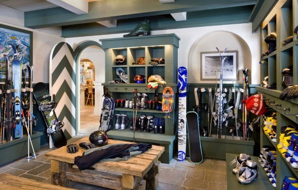Skiing Cabin Mudroom Ideas