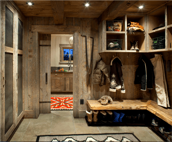 Skiing Lodge Home Mudroom Ideas