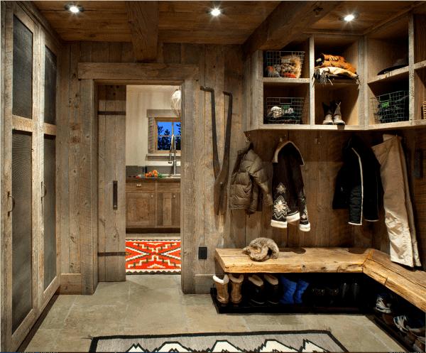 Skiing Lodge Home Mudroom Ideas