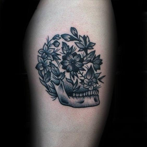 Skull With Flowers Life Death Old School Mens Shaded Thigh Tattoo Ideas