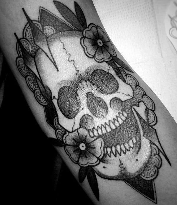 Skull With Rose Flowers Guys Ditch Tattoos Ideas