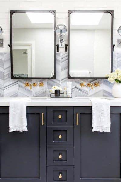 White Kitchen Gold Hardware Backsplash