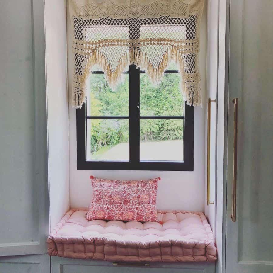 Small Window Seat Villamimosa06