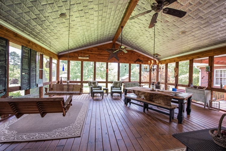 Spacious Aarizona Room Screened In Porch