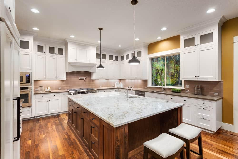 spacious farmhouse kitchen ideas 4