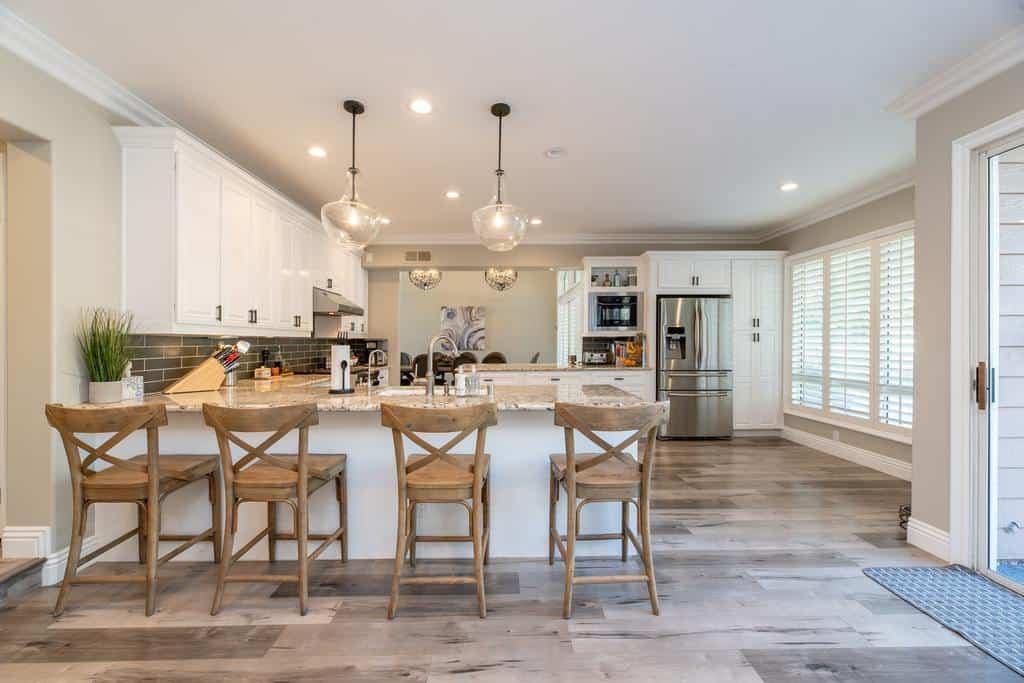 spacious farmhouse kitchen ideas 6