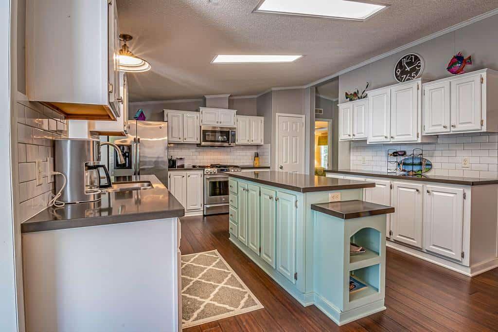 spacious farmhouse kitchen ideas 7