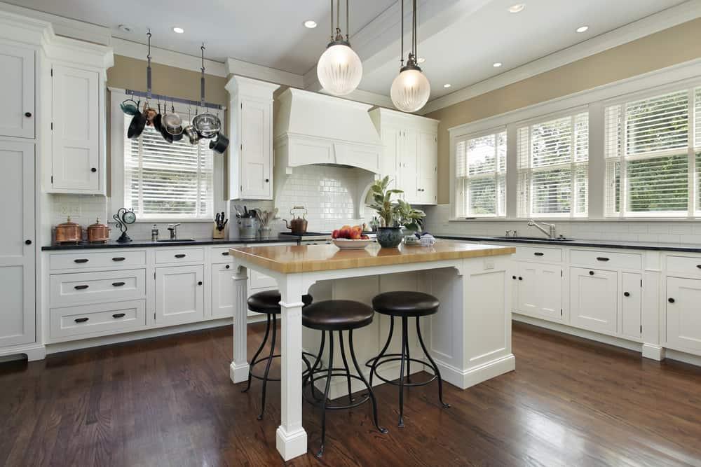 spacious farmhouse kitchen ideas 8