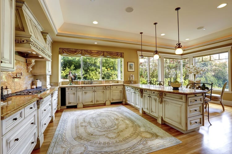 Spacious Kitchen Room Tray Ceiling