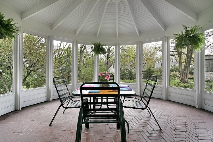 Spacious Screened In Sun Porch