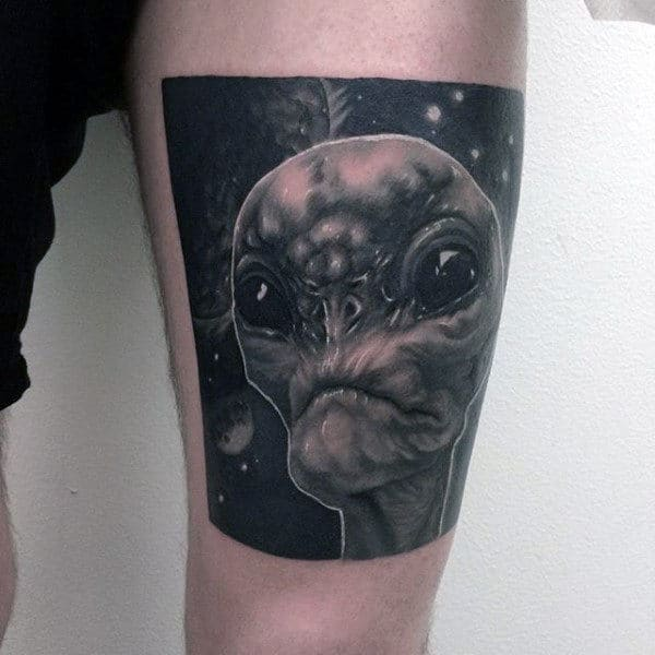 Square Alien Head Mens Thigh Tattoos