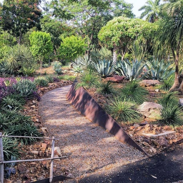 Stunning Exterior Desert Landscaping Designs Backyard Gravel Walkway