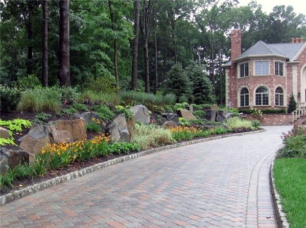 Stunning Exterior Driveway Landscaping Designs