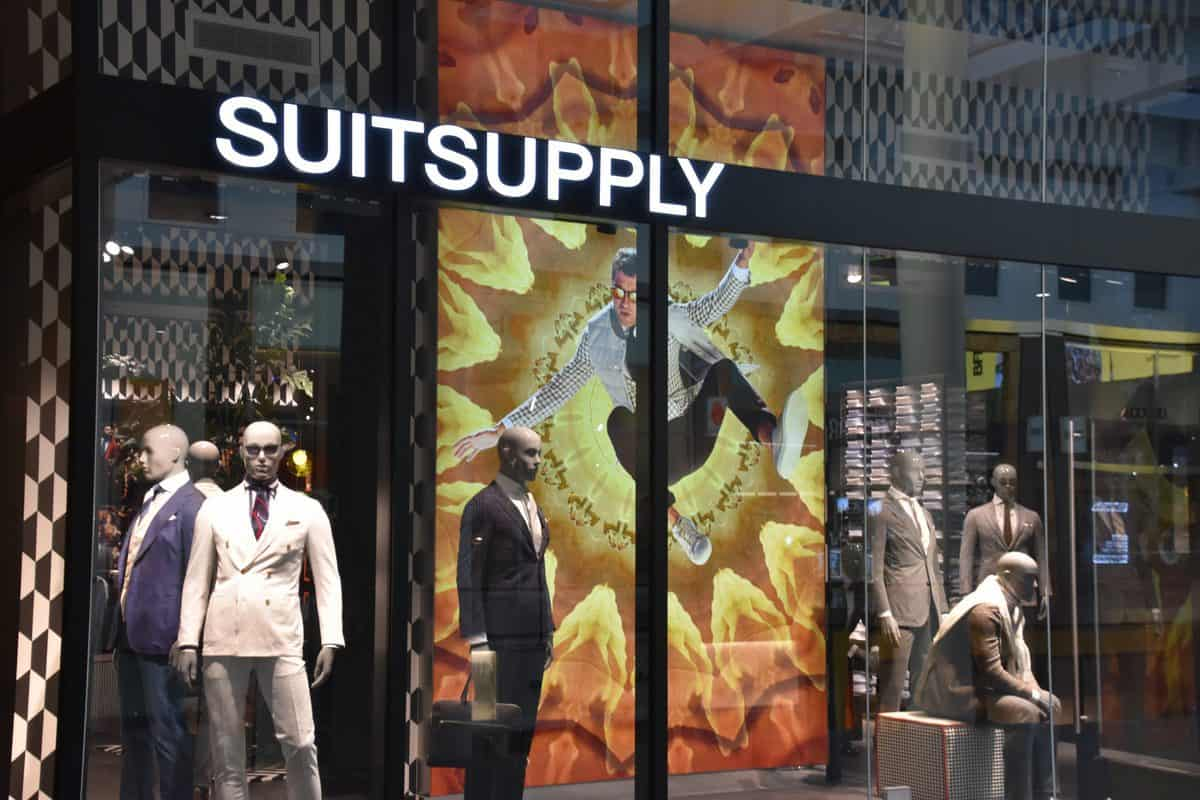 New,York,,Ny,Apr,14:,Suitsupply,At,Brookfield,Place,In