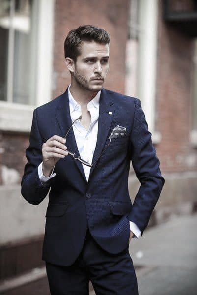 Tasteful Navy Blue Suit Styles For Men With Unbuttoned White Dress Shirt