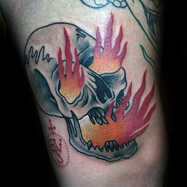 Thigh Old School Retro Flaming Skull Tattoo Designs For Guys