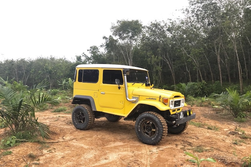 10. Juli 2017 ,,, Jerantut ,, Malaysia ,, Gelb, Toyota, Land, Cruiser