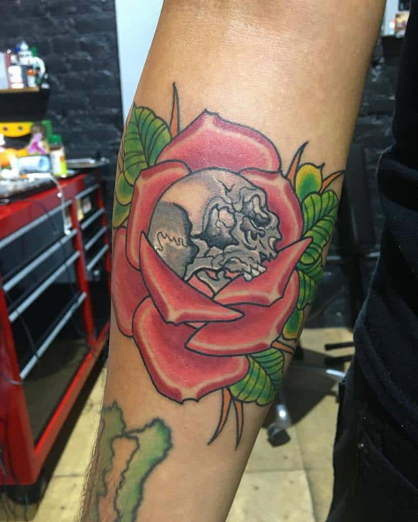 traditional-color-skull-and-rose-tattoo-edtattoos