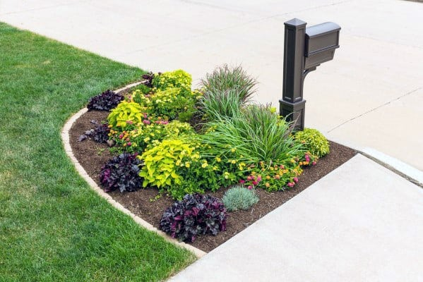 Traditional Driveway Mailbox Landscaping Design Ideas