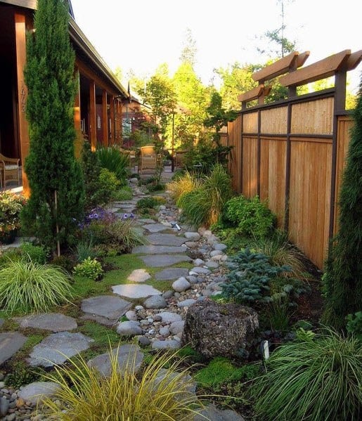 Traditional Home Backyard Stepping Stone Ideas