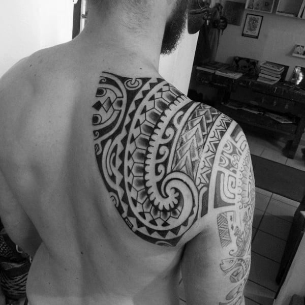 80 tribal shoulder tattoos for men masculine design ideas rh nextluxury com polynesian shoulder tattoo prices polynesian shoulder tattoo designs