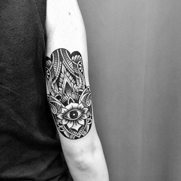 Triceps Mens Hamsa Tattoo