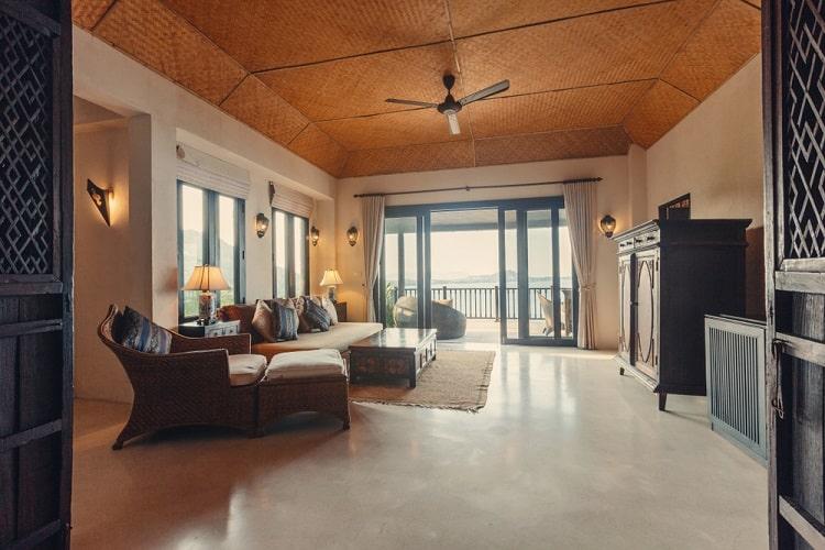 Tropical Luxury Villa Tray Ceiling