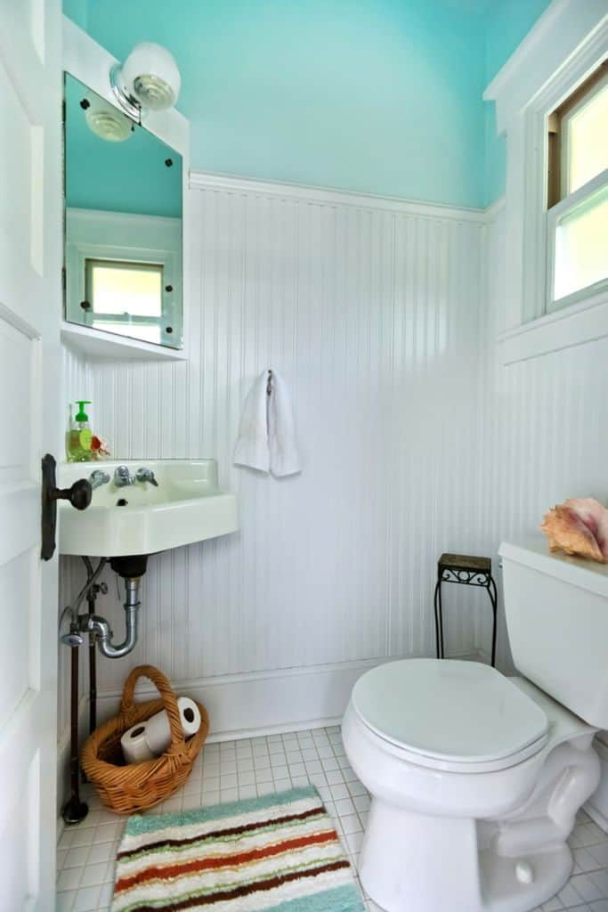 Two Tone Small Bathroom Paint Ideas 3