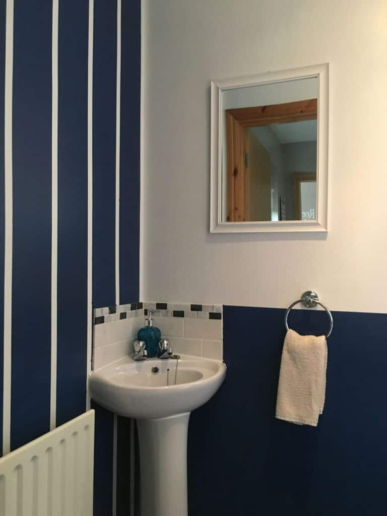 Two Tone Small Bathroom Paint Ideas 4