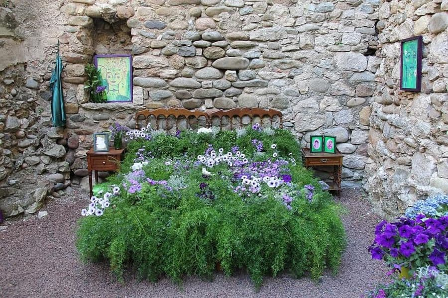 unique flower bed ideas 1