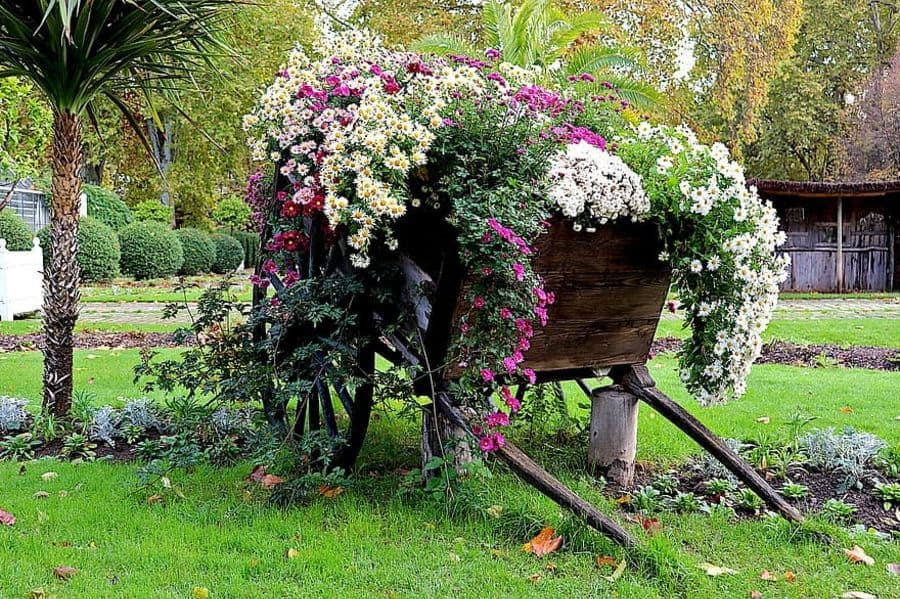 unique flower bed ideas 5