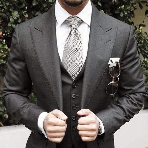 Unique Guys Black Suit Style Ideas With Cool Pattern Tie