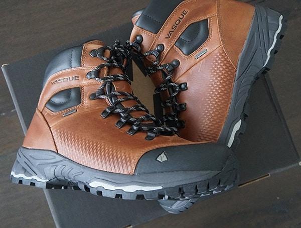 Vasque St Elias Full Grain Gore Tex Cognac Leather Hiking Boots For Guys