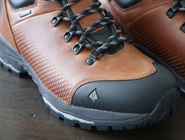 Vasque St Elias Full Grain Gore Tex Mens Boots For Hiking With Protective Rubber Toe Detail