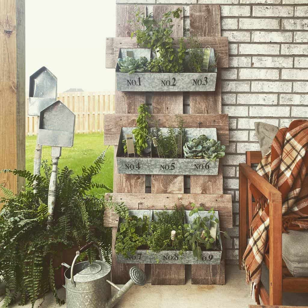 vertical garden herb garden ideas blondeburlap