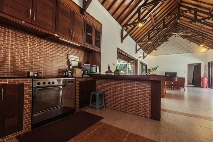 Villa House Luxury Kitchen Vaulted Ceiling