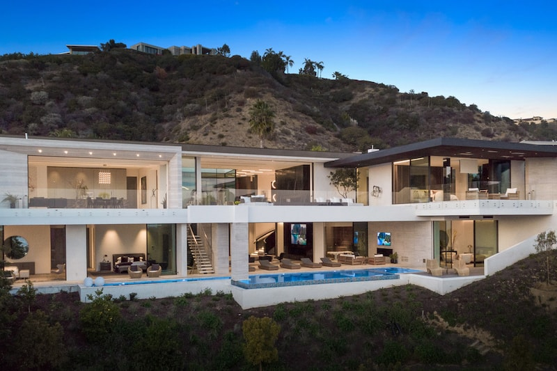 Grab this Beverly Hills Mansion for 1,000 Bitcoins