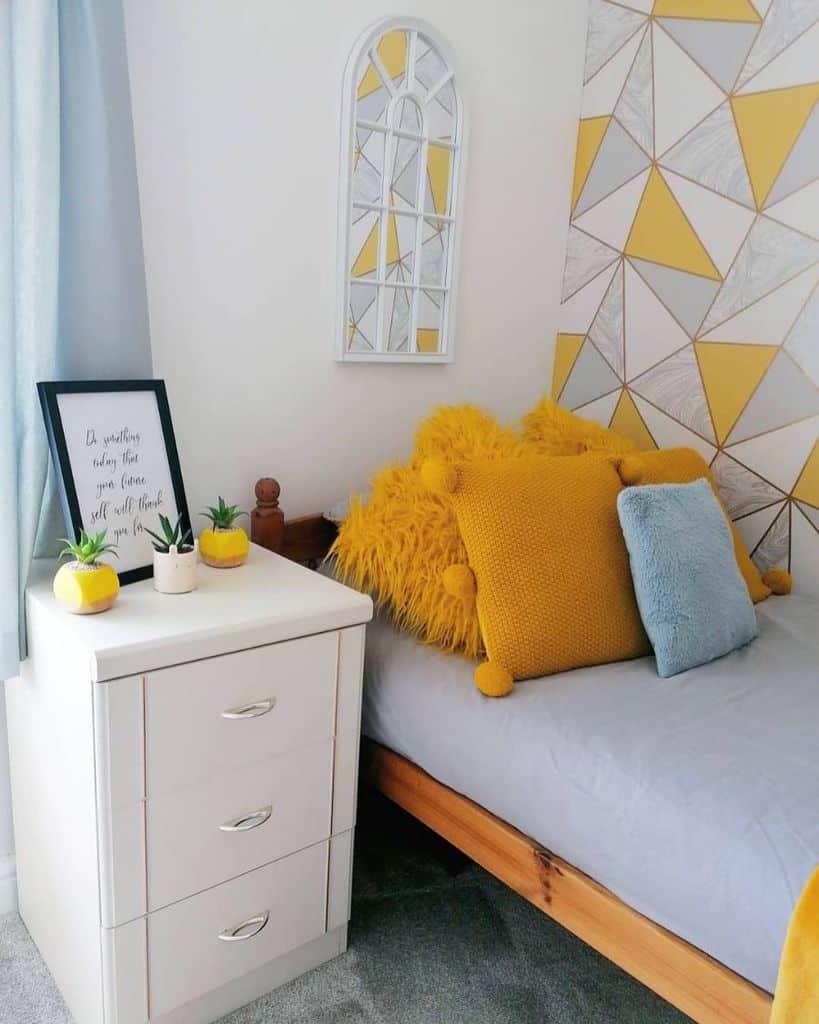 wallpaper yellow bedroom ideas mylovelylittlecouncilhouse